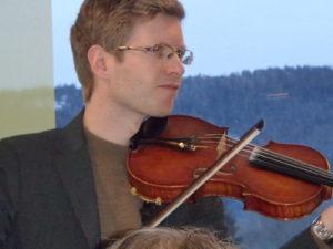 Einar Olav Larsen spilte under middagen.